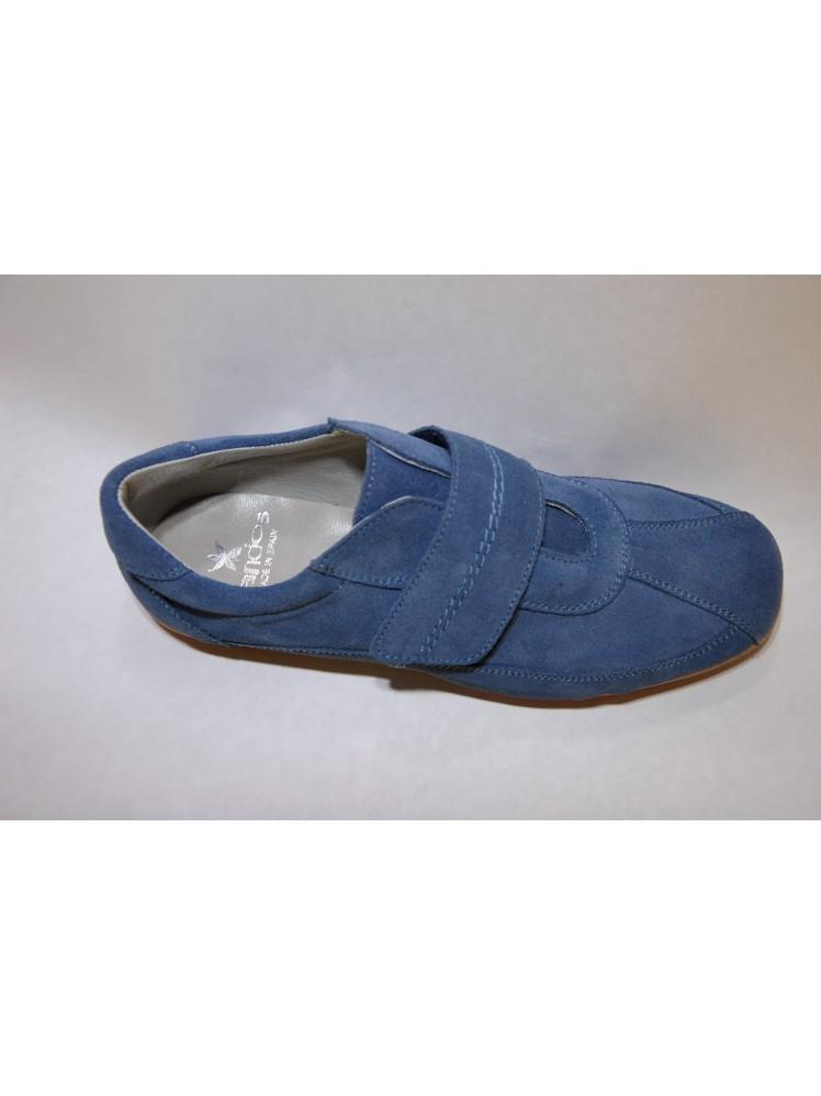 4c81ce8f122 Zapato sport velcro en color azul cobalto ideal para cualquier ocasión.  Para vestir con traje o para tejanos. Suela flexible y forro de piel.